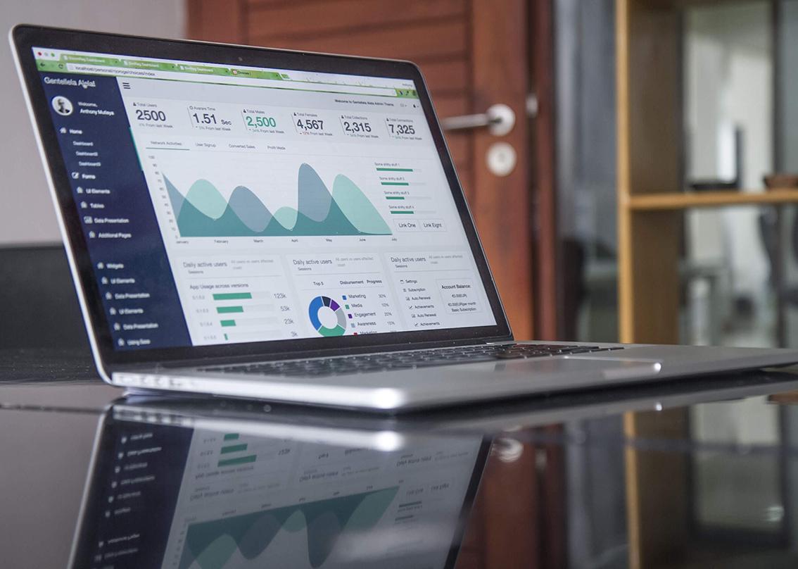کلان داده در دنیای تجارت الکترونیک امروزی ابزاری برای تحلیل بیزینس و مشتری است.